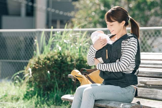 赤ちゃんとの外出時の授乳はどこでする?マナーと便利なアイテム - teniteo[テニテオ]