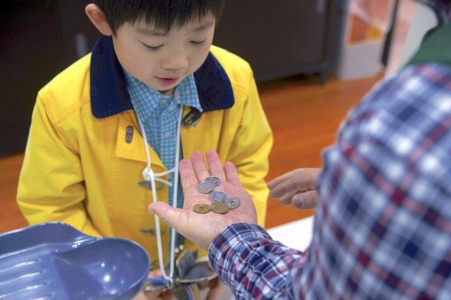 子どもにお金の勉強をさせたい。始める時期や教えるポイント - teniteo[テニテオ]
