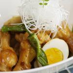 料理ブロガー山本リコピンさんが作る甘辛味がしみ込みテリがキレイな鶏手羽煮卵