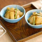 料理ブロガーかな姐さんが作るお水を使わず野菜の旨みと甘さが凝縮された煮物『大根の味噌バター』