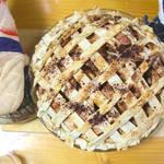 アメリカのおふくろの味♪ りんごたっぷりアップルパイとほっかほか具沢山クラムチャウダー!