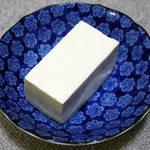 水気を切るだけで新食感!アレンジ多様な塩豆腐の作り方