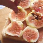 プチプチ食感のいちじくと甘い蜂蜜、レバーペーストがクセになる大人が楽しむサンドイッチ!
