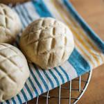 卵も乳製品も不使用なパン屋さんで食べる本格的なメロンパン!