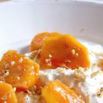 たっぷりのリコッタチーズと旬のフルーツ、柿で作る新しいデザート!?
