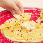今日のおやつにレモンとサワークリームのスイートなデザートピザはいかが?