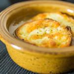 たまねぎのじっくり炒めで作るオニオングラタンスープのつくり方