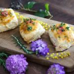 スイーツ感覚で食べられる!チーズとベーコンのアプリコットジャムのせスコーンの作り方