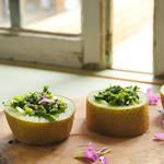 人気レストランのインパクト大!!な前菜サラダを特別にご紹介。