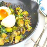 やわらか食感の可愛いサイズの芽キャベツとアンチョビにとろとろ半熟卵がのったメインのグリル♪