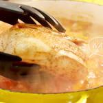 カリっと焼いたチキンをまるごと入れたお家ちょっと恋しくなっちゃう懐かしい味のスープ。