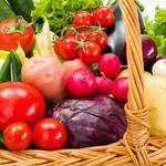 夏は赤い食材と苦いものを食べると良い?薬膳から学ぶ夏野菜の豆知識