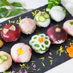 ラップに包んでクルクルっと♪簡単なのに豪華に見える手まり寿司!