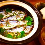 今が旬!土鍋でふっくら炊く「秋刀魚の炊き込み御飯」