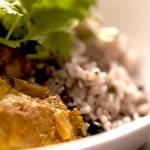 ラタトゥイユを使った野菜とチキンのトマトカレー | Sapore di Junta