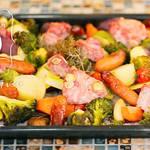 ぎゅうぎゅうに敷き詰めて焼くだけ!豚ヒレ肉と野菜のオーブンロースト焼き