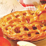 三つ編みの囲いが可愛い♡ごろっとリンゴがたっぷり詰まった絶品アップルパイ♪