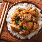 簡単・ヘルシー・栄養満点!一人暮らしにぴったりの鶏を使った丼料理3種類