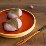 春になると食べたくなる♡レンジで作る「さくら餅」