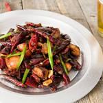 見た目ほど辛くない!旨辛な四川料理「辣子鶏(ラーズージー)」