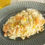 お米に旨みがギュッ!ぷりぷりエビがごろっと入った風味豊かなエビピラフ