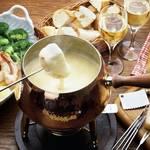 ホームパーティーのメインはちょっと意外な食材で食べるチーズフォンデュで決まり!