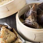 香り豊かな竹に包まれた、具だくさんでちょっぴり贅沢な中華ちまき