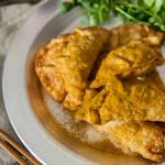 カレー&パクチーの香りで食欲増進!カリッと揚がったカレー風味の揚げ餃子