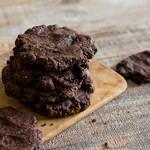 混ぜて焼くだけでできる、サックサクなヘルシーココアクッキー♡