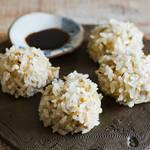 モッチモチ食感のもち米で、オートミールとお豆腐のタネを覆ったヘルシーしゅうまい!