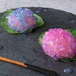 紫キャベツでこんなに綺麗な色になるの!?梅雨の時期にぴったりな紫陽花の和菓子