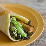 手作りトルティーヤで作るアボカドと栄養たっぷり「テンペ」が包まれたサラダラップ!