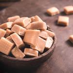 どうしてキャラメルに溝があるの?長い歴史を持つお菓子につきまとう都市伝説の真実