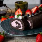 ティータイムをおしゃれに演出してくれる極上スイーツ♪甘酸っぱいラズベリーチーズクリームのロールケーキ