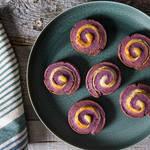 生クリームでしっとり食感♪紫いもとホワイトチョコレートの渦巻きスコーン