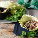 ハーブの香りと煎り米の香ばしさが食欲をそそる!豚肉と煎り米のエスニックサラダ「ラープ・ムー」