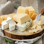 カビチーズは青カビ・白カビの2種類。プロセスチーズに生えたカビは食べられる?