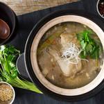 体が喜ぶスタミナ薬膳スープ!骨付き鶏もも肉の参鶏湯