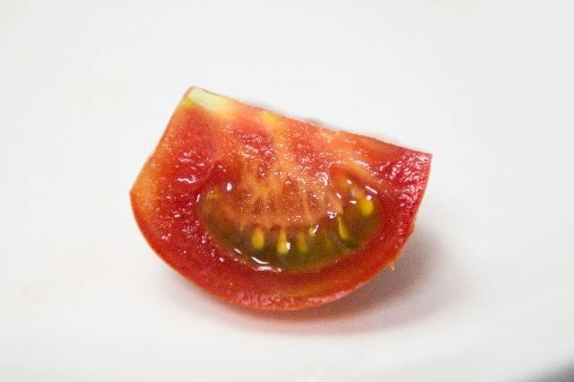 トマトのくし型切り