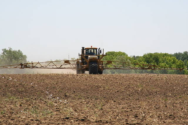 Liquid fertilizer applicationby eutrophication&hypoxia (8370)