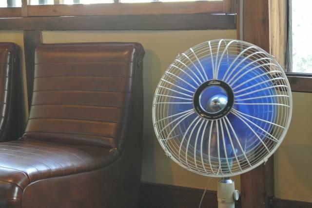 レトロな扇風機|写真素材なら「写真AC」無料(フリー)ダウンロードOK (8557)