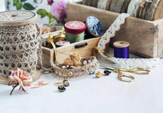 AnjelikaGr/Shutterstock.com (10141)