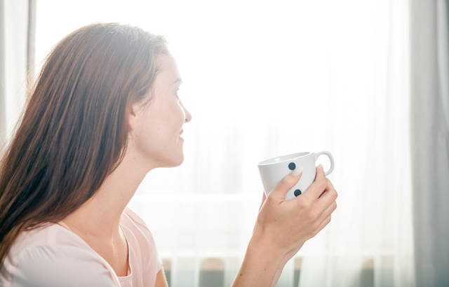 Portrait Of Young Woman Relaxing At Home And Drinking Coffee, Casual Style Indoor Shoot Stock Photo 437766904 : Shutterstock (30540)