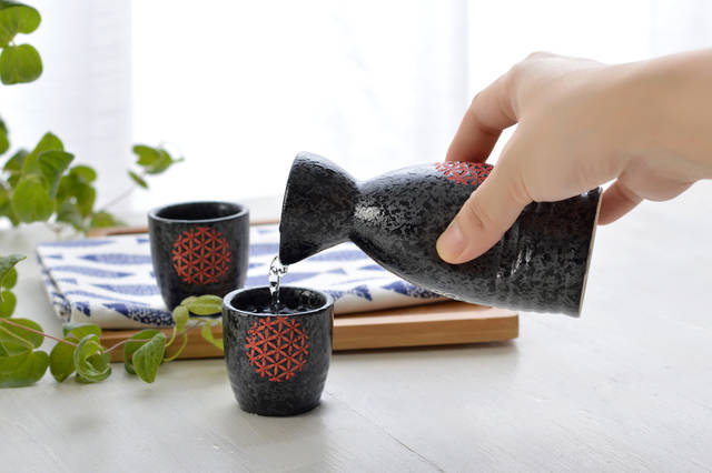 Black Ceramic Qing Wine Wine Stock Photo 489927262 : Shutterstock (30549)