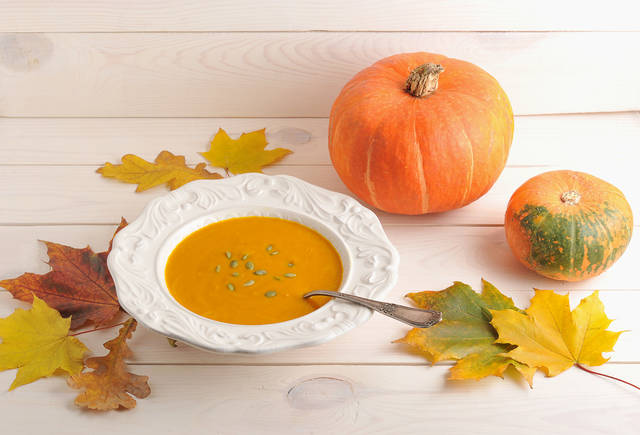 Autumn Still Life Of Pumpkin Soup, Maple Leaves And Oak,  Whole Pumpkin On White Wooden Background 写真素材 527004979 : Shutterstock (31619)