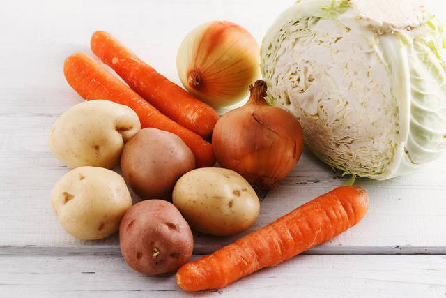 Group Of Organic Winter Vegetables On White Wooden Table Close Up 写真素材 432725227 : Shutterstock (31620)