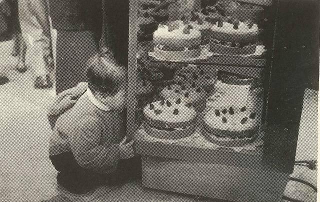 1958年頃に「不二家」店頭に並べられたショートケーキ
