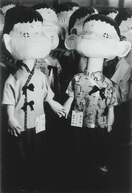 初期のペコちゃん(右)とボーイフレンドのポコちゃん(左)