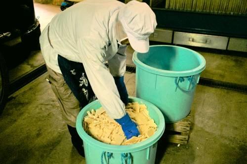 素材となる魚介の味をよりふくよかにするひね粕
