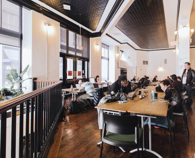 みんなのオフィスが目指すべきスタイル『WeWork』 のコワーキングスペース